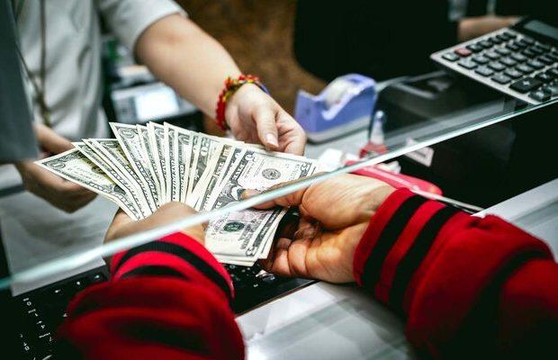 دلار آزاد ۱۹ هزار تومان