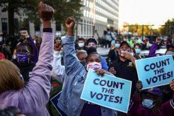 تظاهرات در حمایت از شمارش تک تک آرای مردم آمریکا در انتخابات ریاست جمهوری/ شهر واشنگتن/ رویترز
