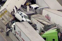 تصادف زنجیره ای خودروها در بزرگراهی در ایالت تگزاس آمریکا